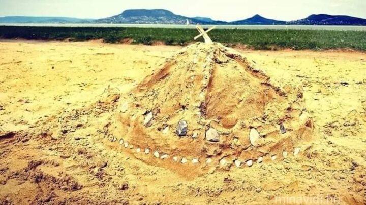 Szent Korona homokból